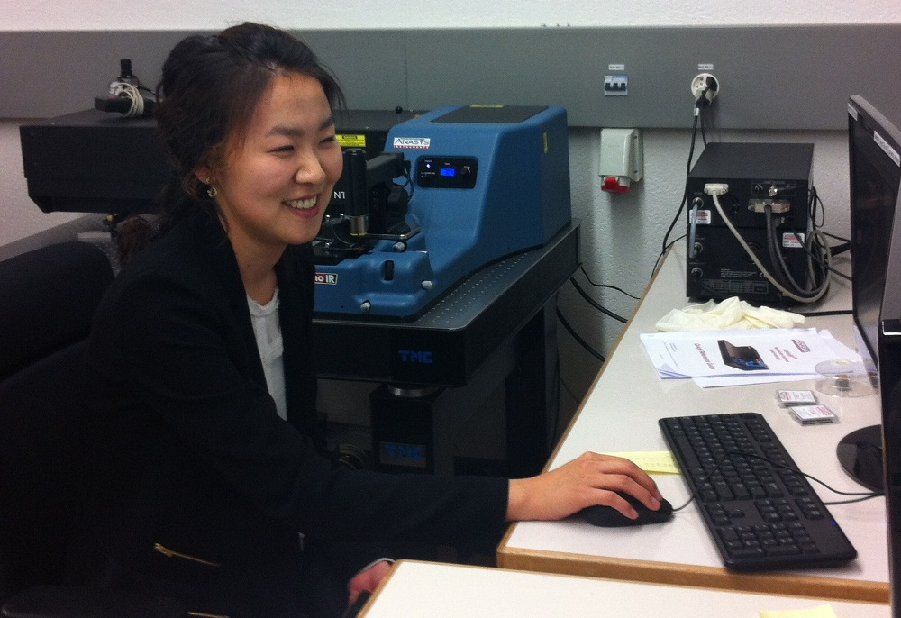 Experienced microscopist, Dr. Sunny Jeong from EPFL using the Anasys nanoIR